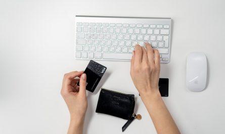 clavier souris ordinateur mac utilise carte pour gérer compte en ligne